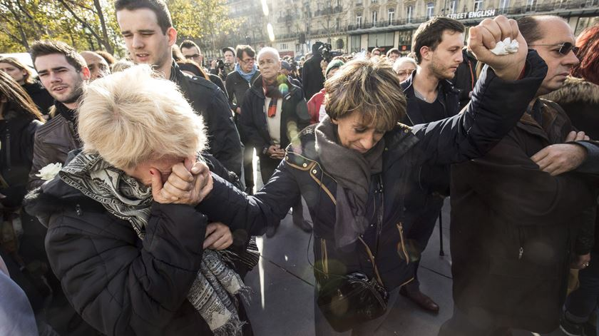 Renascença em Paris. O minuto de silêncio na Praça da República