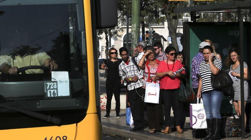 """Carris. """"Os autocarros vão cheios demais, não passam à hora marcada: é um caos"""""""