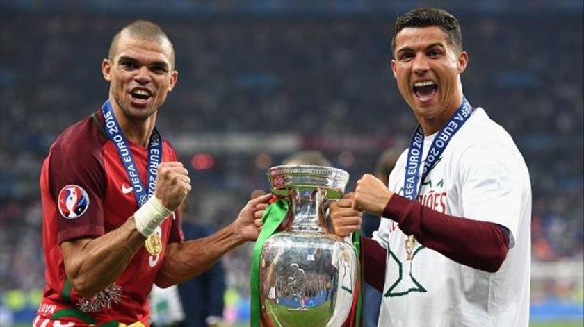 Ronaldo e Pepe chegam mais tarde aos trabalhos da Selecção Nacional. Foto: EPA