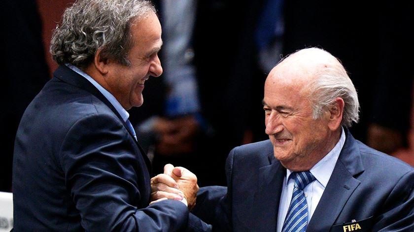 FIFA quer reembolso de 1,8 milhões pagos por Blatter a Platini