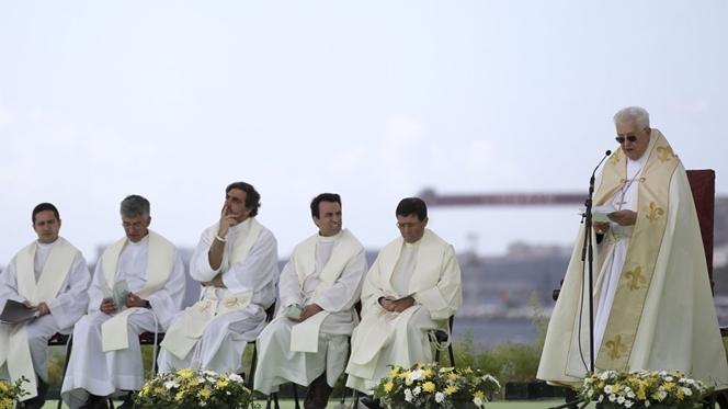 D. José Policarpo vai escrever e ensinar a rezar