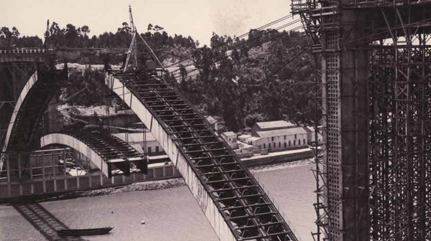 O povo achou que caía. As inovações da construção Ponte da Arrábida