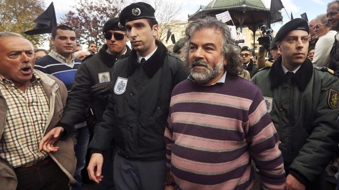 """""""Isto é um crime público"""" e as autoridades não fazem nada, critica padre de Canelas"""