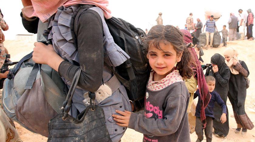 Refugiados na fronteira entre a Jordânia e a Síria. Foto: Jamal Nasrallhah/EPA