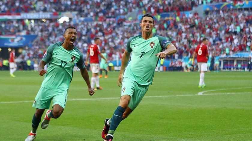 Ronaldo, na companhia de Nani, registou a melhor exibição no Euro 2016. Foto: uefa.com