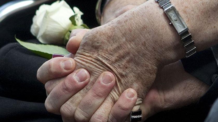 Desafios do envelhecimento em debate na Escola de Cuidadores