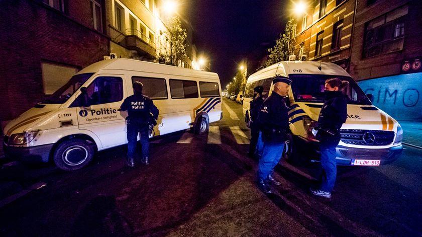 Edifício evacuado e alvo de buscas em Bruxelas