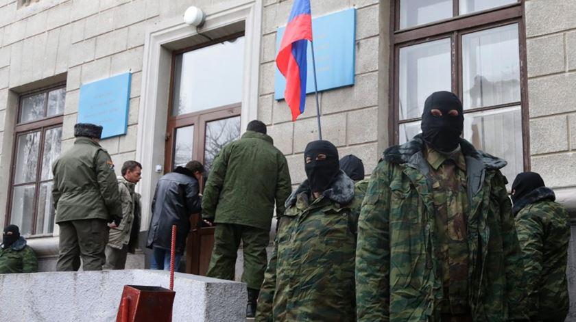 Soldados russos na Crimeia. Foto: EPA