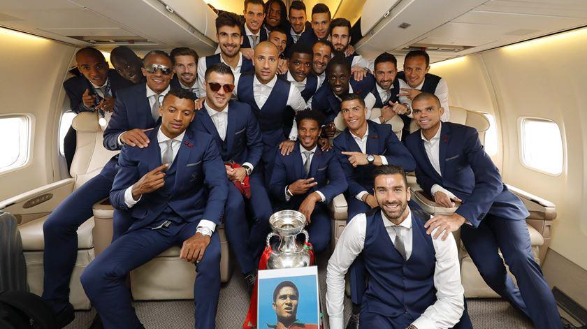 Marcelo, Ferro, Costa e partidos recebem campeões em Belém