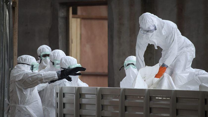 Caso de Ébola detetado em cidade com mais de 2 milhões de habitantes