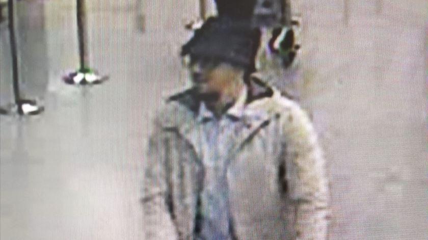 Polícia britânica detém cinco suspeitos de terrorismo