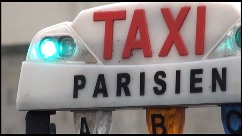 Português finta Uber em França com aplicação móvel