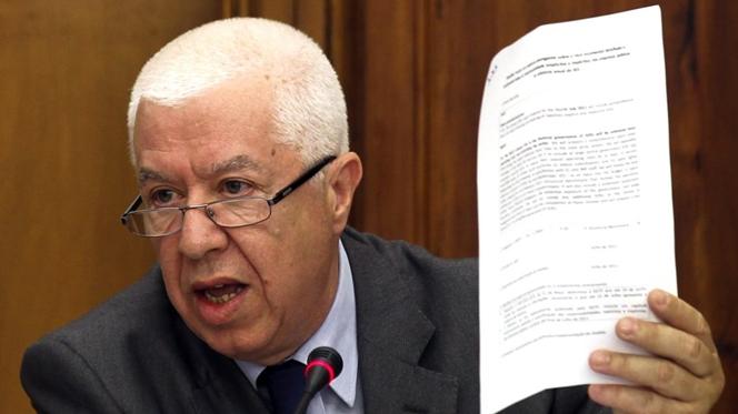 Teixeira dos Santos acusa nova ministra das Finanças de não ter dito a verdade