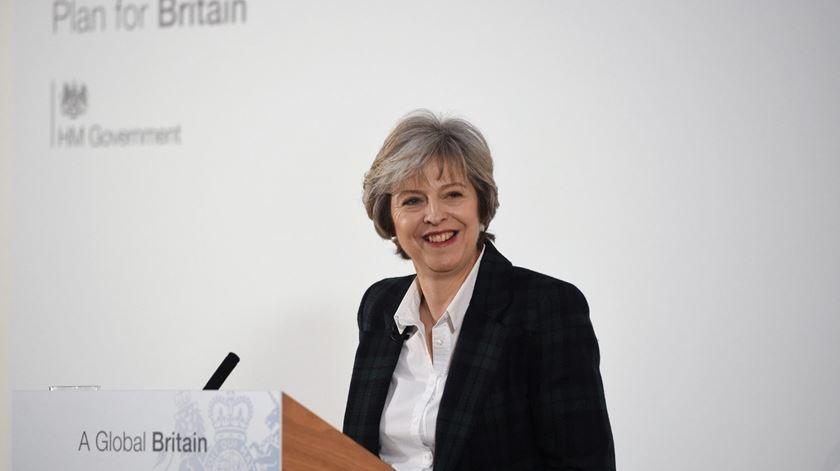 Theresa May anuncia saída do Reino Unido do mercado único europeu
