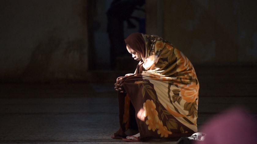 Espancamentos, fome, abusos sexuais. Menores em risco na rota do Mediterrâneo