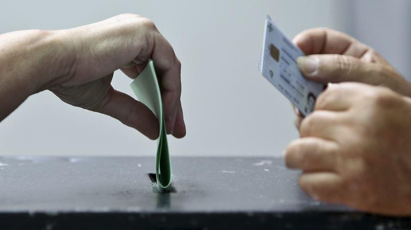 PS e PSD dividem quatro deputados que estavam em falta
