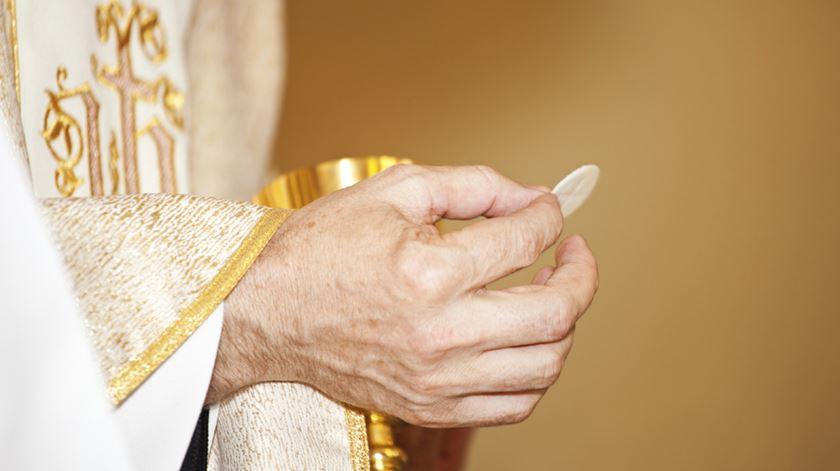 Pessoas em situação matrimonial irregular poderão vir a aceder aos sacramentos no Porto. Foto: DR