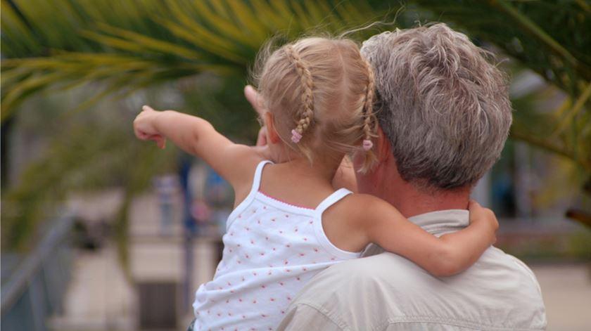Começar a ser avó aos 70: outro fracasso coletivo